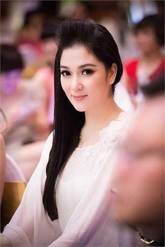 Sau thời gian học tập tại nước ngoài, Nguyễn Thị Huyền xuất hiện trở lại tại nhiều sự kiện giải trí.