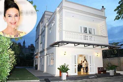 'Nữ hoàng ảnh lịch' Diễm My hiện đang sống hạnh phúc, viên mãn với chồng con trong một quần thể biệt thự.