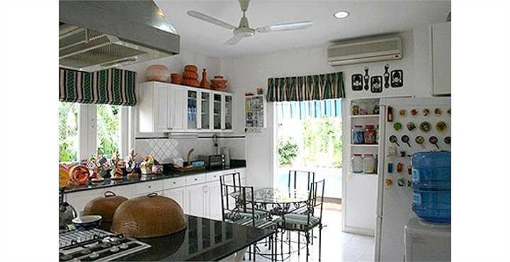 Phòng bếp và phòng ăn của người đep vô cùng tiện nghi.