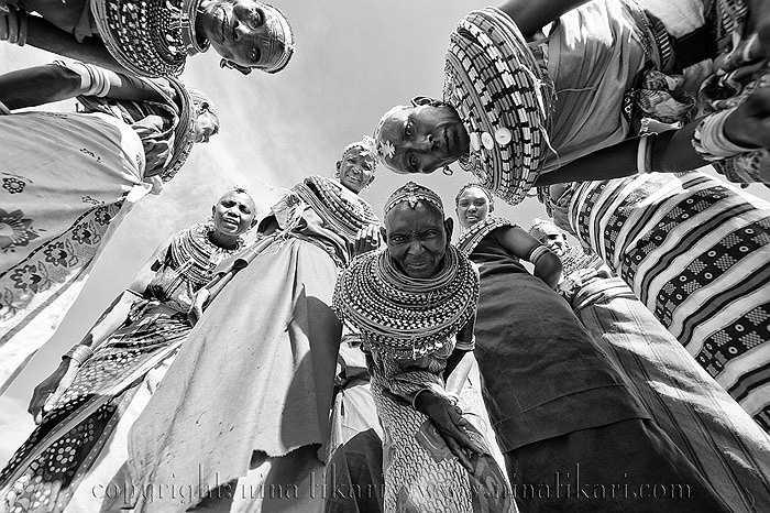 Sambura là bộ lạc thiểu số quần cư ở phía bắc miền trung Kenya, là bộ tộc du mục trên các sa mạc cằn khô và vùng thảo nguyên trọc lốc.