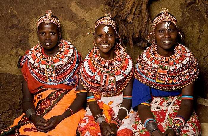 Bộ lạc này còn bảo lưu cuộc sống nguyên thủy như hàng ngàn năm trước. Họ dường như không tiếp nhận thứ gì đến từ thế giới văn minh.