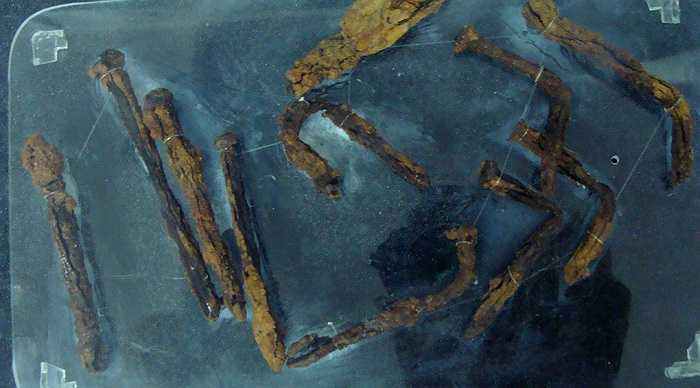 Những chiếc đinh dùng để đóng vào xương thịt tù nhân, thu lượm được trong các cuộc khai quật hài cốt tập thể tại di tích nhà tù Phú Quốc.