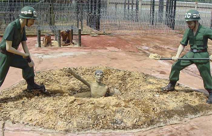 Chôn sống tù nhân ở nhà tù Phú Quốc là hành động diễn ra hàng ngày.