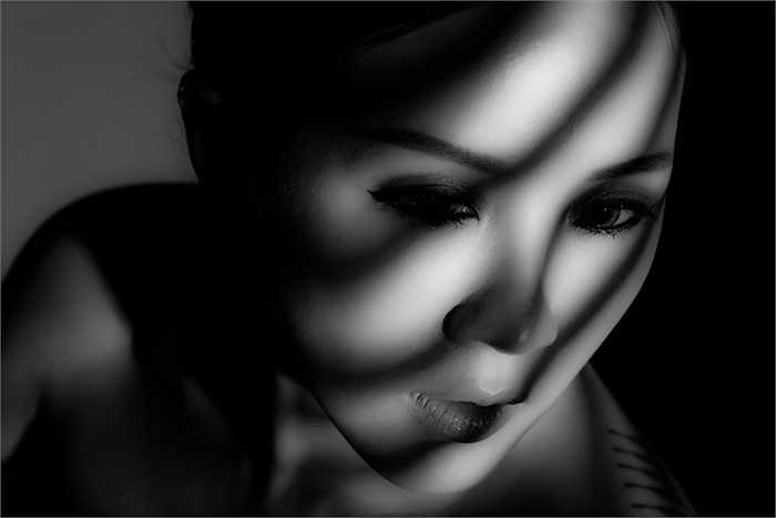 Vẻ đẹp của người phụ nữ nằm ở sự chín chắn, thần thái và sự trải nghiệm, ở Thu Hoài người ta thấy cái gì đó rất 'đàn bà' đằng sau một trái tim mạnh mẽ.