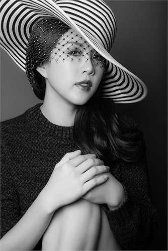 Không thường xuyên làm người mẫu ảnh,thỉnh thoảng hoa hậu Thu Hoài nhận lời mời của bạn bè, thường là các nhiếp ảnh gia để thực hiện những bộ ảnh dành cho cô.