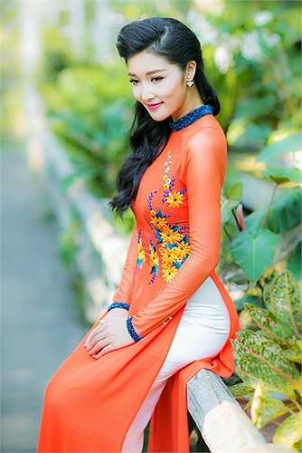 Hoa hậu Triệu Thị Hà đang phát triển mạnh vai trò diễn viên. Cô đã hoàn tất 3 phim truyện: Tình xuyên biên giới, Mỹ nhân, Tình hoa muống biển.