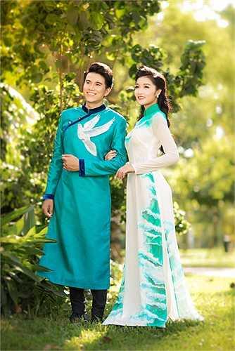Cùng hướng đến ngày giải phóng miền Nam thống nhất đất nước Triệu Thị Hà và MC Vũ Mạnh Cường cùng nhau tạo bộ hình áo dài