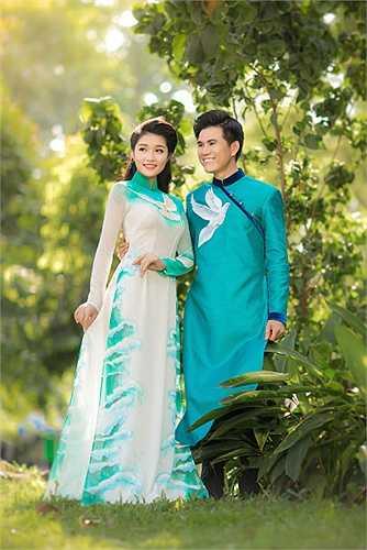 Triệu Thị Hà ngày càng chứng tỏ được vẻ đẹp mặn mà khi khoác lên tà áo dài sang trọng được thiết kế công phu sáng tạo