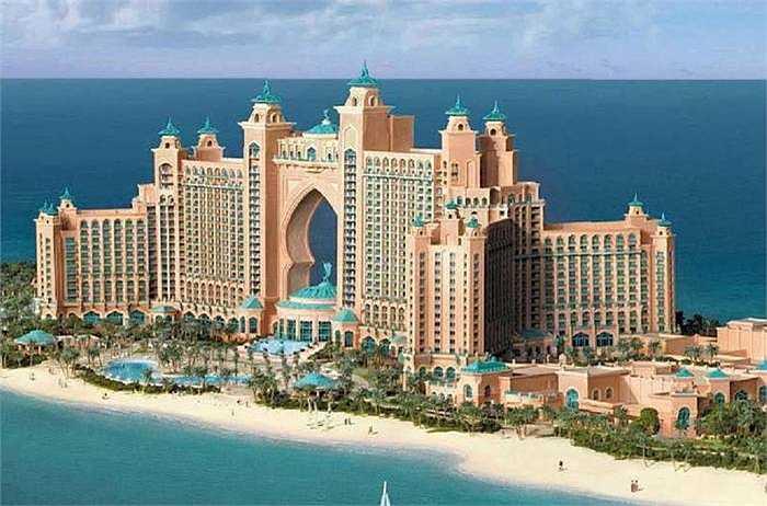 Toàn cảnh khách sạn nhìn từ xa với 2 tòa tháp nối với nhau bởi một đường dẫn ở giữa. Tới đây, khách đuợc đáp ứng mọi yêu cầu