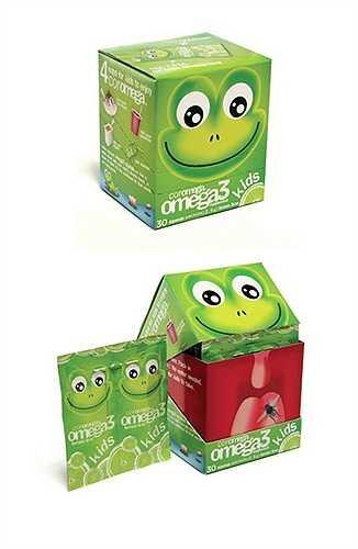 Chú ếch xanh thể hiện khả năng bắt côn trùng tài tình khi mở hộp.