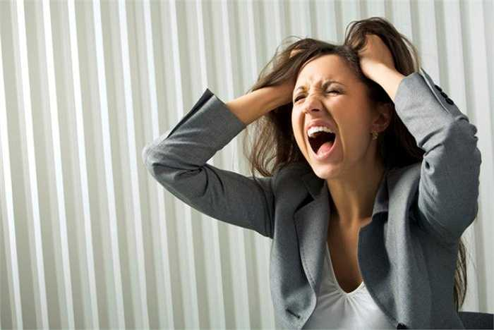 3. Căng thẳng là một lý do lớn khiến nhiều người cảm thấy khó ngủ. Một trong những điều tồi tệ là bạn bị stress trước khi đi ngủ. Căng thẳng tạo ra hóa chất  trong cơ thể ngăn cản bạn ngủ.