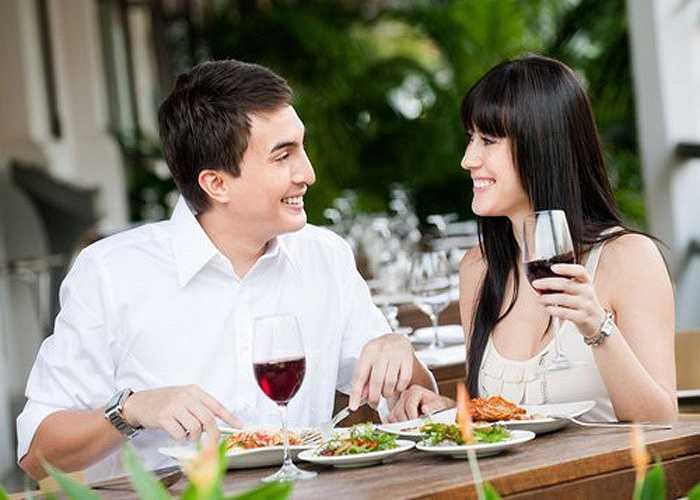 Thói quen uống rượu khi ăn cơm: một số người có thói quen cứ đến bữa cơm phải có một ly rượu nhỏ, một lon bia... thì ăn cơm mới ngon miệng, đó cũng là nghiện nhưng ở mức độ nhẹ. Tốt nhất là không nên uống liên tục, thường xuyên vì rượu là chất độc.