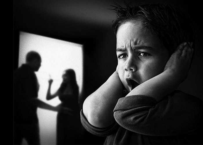 Bất ổn trong gia đình: Người nghiện rượu gây hại về mặt thể chất (bị đánh đập...) cho những người thân xung quanh và gây ảnh hưởng nặng nề về mặt tinh thần, tâm lý. bị căng thẳng tâm lý, lo âu, sợ sệt.