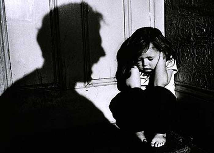 Tạo bạo hành 'dây chuyền': hành vi bạo hành do uống rượu còn gây bạo hành 'dây chuyền' trong gia đình, bố bạo hành với con, anh bạo hành đối với em, em bạo hành với em nhỏ hơn nữa...