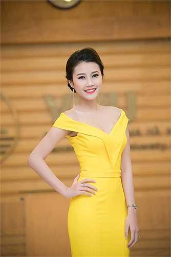 Bên cạnh vẻ ngoài xinh đẹp, dịu dàng thì Thanh Tú còn rất được yêu mến bởi nền tảng tri thức và giao tiếp thông minh, cô cũng là đại sứ nhân ái của Hội Nhà báo Việt Nam.