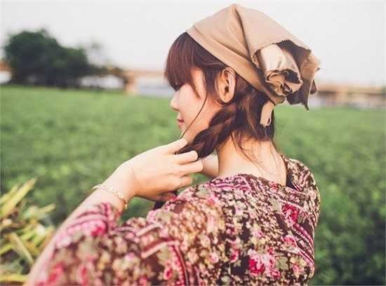 Hóa thân thành một thiếu nữ thôn quê trong bộ ảnh mới nhất của mình, Thanh Phương đã khiến người xem cảm nhận vẻ đẹp trong trẻo và sự bình yên của vùng quê.