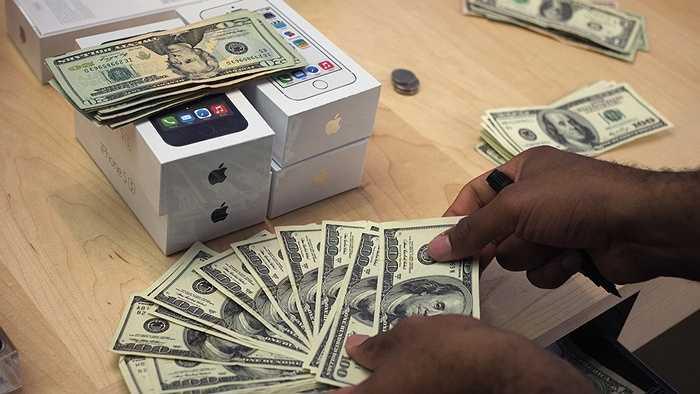 Hiện nay vẫn chưa có con số nào được đưa ra cho giá trị tiền mặt của Apple nhưng ở quý I, 178 tỷ USD là con số của tổng giá trị tiền mặt và các khoản đầu tư của ông lớn này. Con số này thường tăng sau mỗi quý và hiện tại cũng chỉ có 19 công ty có giá trị lớn hơn lượng tiền mặt này của Apple.