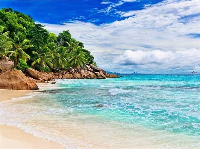 Đảo Seychelles - nằm ở Ấn Độ Dương ngoài khơi bờ biển Madagascar đang đứng trước nguy cơ bị xói mòn bờ biển trầm trọng và có thể sẽ biến mất hoàn toàn trong 50 đến 100 năm tới.
