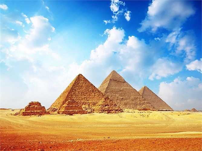 Kim tự tháp của Ai Cập và Tượng Nhân sư lớn đang phải đối mặt với sự xói mòn do ô nhiễm, cuối cùng có thể dẫn tới sụp đổ hoàn toàn.