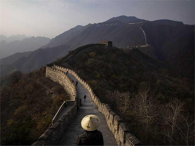 Vạn Lý Trường Thành của Trung Quốc đã tồn tại hơn 2.000 năm nay nhưng trong những năm gần đây đã bị hư hại mất khoảng hai phần ba. Vạn Lý Trường Thành được dự báo có thể sẽ trở thành đống đổ nát bởi sự xói mòn nghiêm trọng trong ít nhất 20 năm nữa.