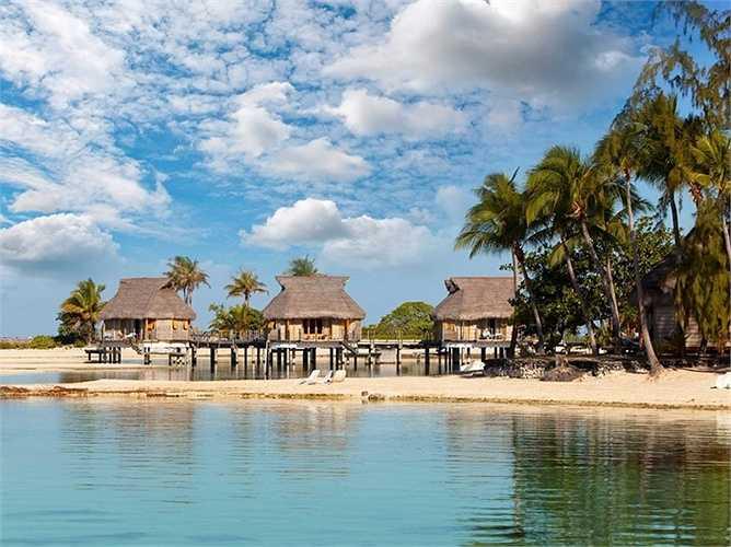 Maldives, một quốc đảo ở Ấn Độ Dương đang dần chìm trong nước vì biến đổi khí hậu. Các nhà khoa học dự đoán rằng trong vòng 100 năm, nó sẽ hoàn toàn chết chìm.