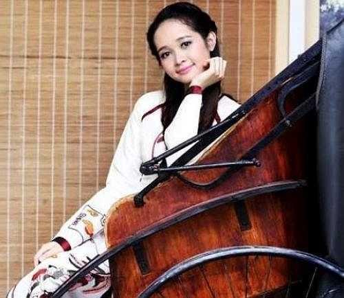 Lê Thị Thúy Hồng - Á khôi 1 Cuộc thi Miss VNU 2015 sinh năm 1992, đến từ thành phố hoa phượng đỏ Hải Phòng.