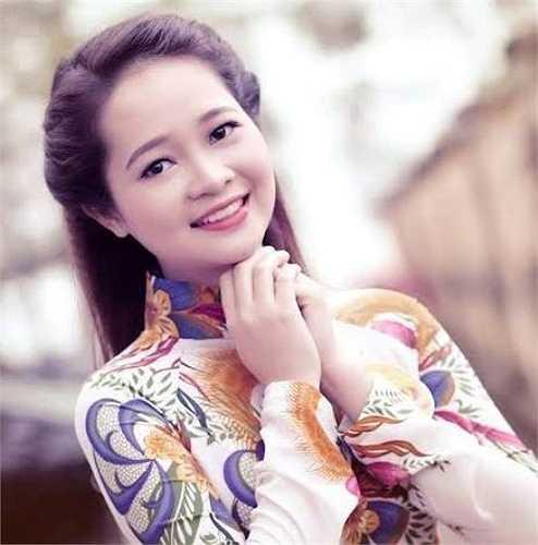 Thúy Hồng yêu thích câu nói: 'Hạnh phúc luôn luôn mỉm cười với người kiên trì'.