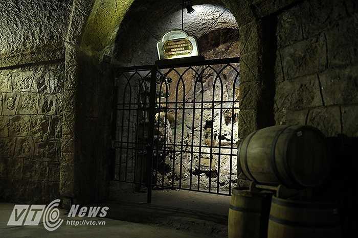 Một trong những kho cất giữ rượu cá nhân của ông chủ khách sạn người Pháp trên đỉnh Bà Nà.