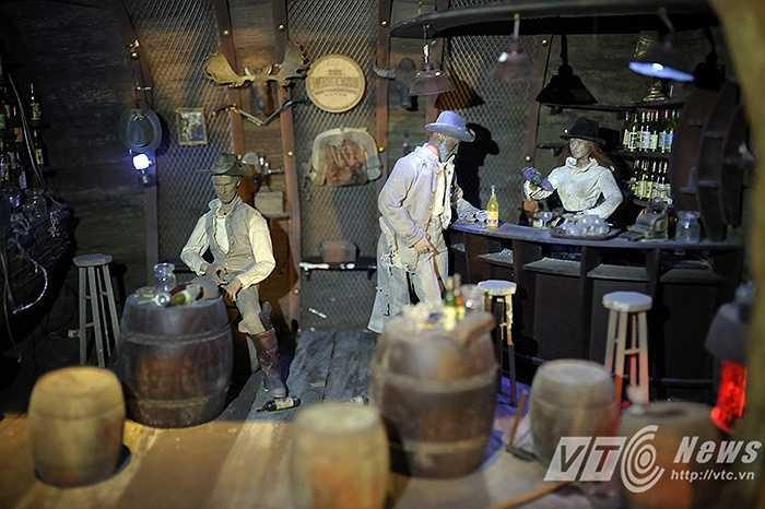 Khu vực bar rượu trong hầm rượu Debay, nơi mà ngày xưa những ông chủ biệt thự, hay ông chủ khách sạn tại Bà Nà thưởng thức rượu và thết đãi khách