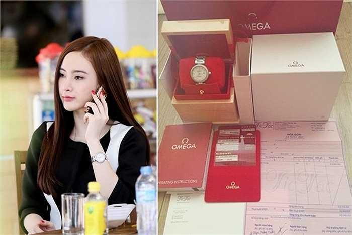 Không ít lần người đẹp này khoe điện thoại Vertu hàng chục nghìn đô và nhiều phụ kiện như túi xách, đồng hồ đắt tiền.