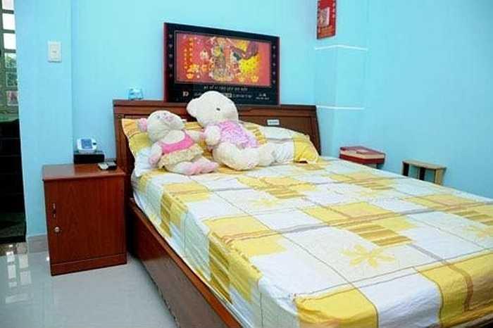 Phòng riêng của cô và em gái Phương Trang được bài trí giản dị.