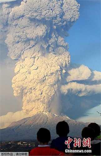 Cách đây không lâu, ngọn núi lửa Villarrica ở miền Nam Chi Lê cũng phun trào khiến hàng ngàn người sơ tán