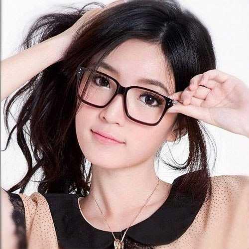 Không chỉ làm mẫu quảng cáo, Pam Pam hiện còn đảm nhận vai trò MC trên các kênh truyền hình của Thái. Pam Pam có niềm đam mê đặc biệt với thời trang.