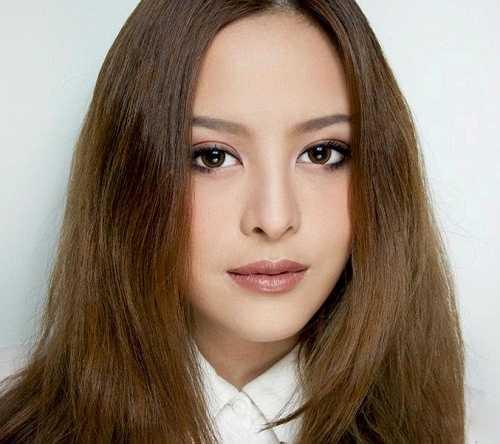 Nổi tiếng trên Youtube nhờ tài trang điểm, Pearypie được biết đến như một makeup artist và một fashionista nổi tiếng, xinh đẹp và quyến rũ ở Thái Lan.