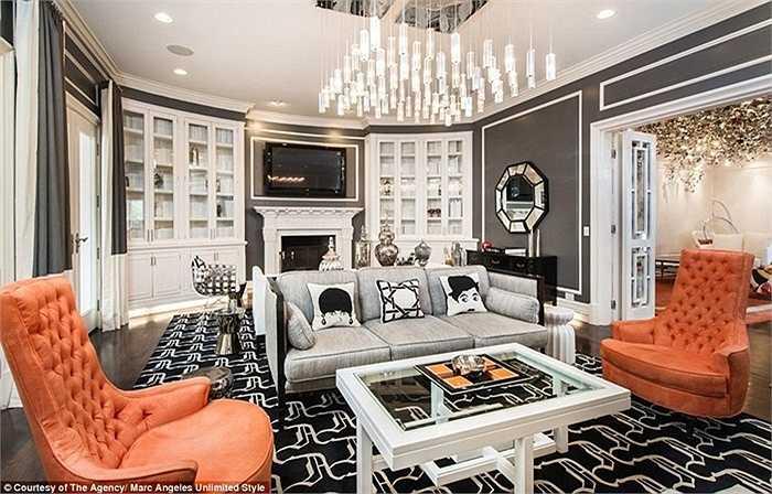 Với tư duy của một nhà thiết kế thời trang, phòng ốc trong nhà luôn có nội thất độc đáo, khác biệt