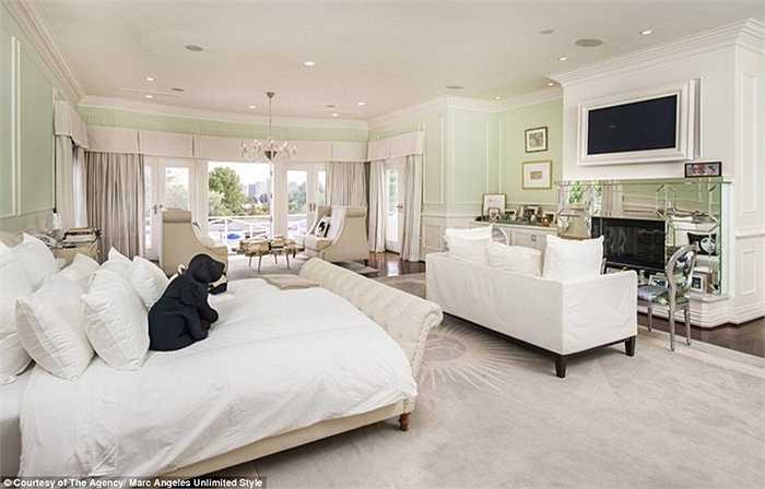 Căn biệt thự còn sở hữu tới 17 phòng ngủ rộng rãi như trong hình