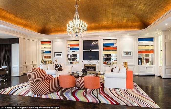 Thực tế ngôi nhà được xây dựng từ năm 1939 bởi kiến trúc sư nổi tiếng Paul Williams