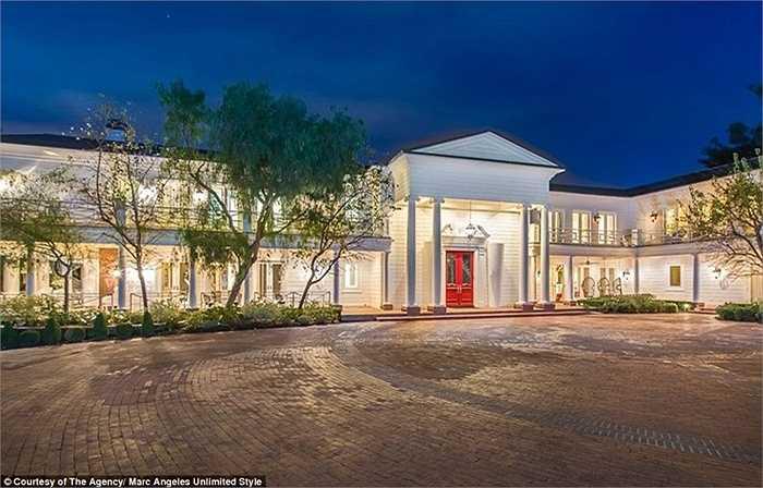 85 triệu USD là cái giá mà Max Azria muốn có dành cho căn biệt thự độc đáo này