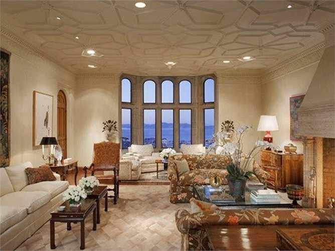Phòng khách của tòa nhà được thiết kế theo phông nền trắng, vô cùng ấn tượng và sang trọng