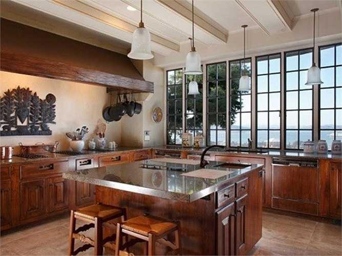 Và đây là nhà bếp với nội thất sang trọng
