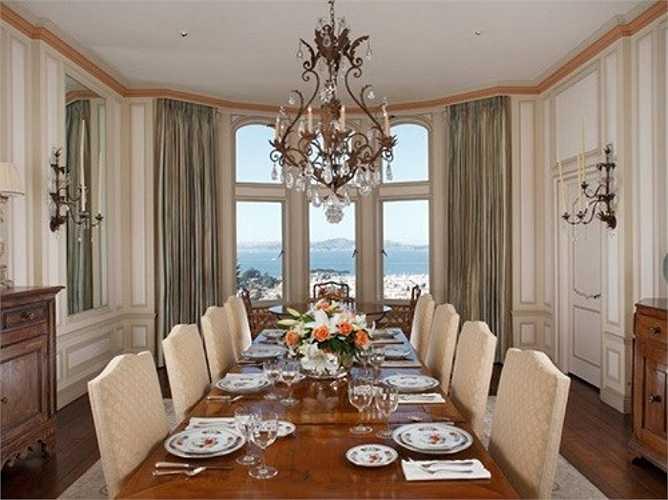 Ngồi phòng ăn có thể nhìn ra biển