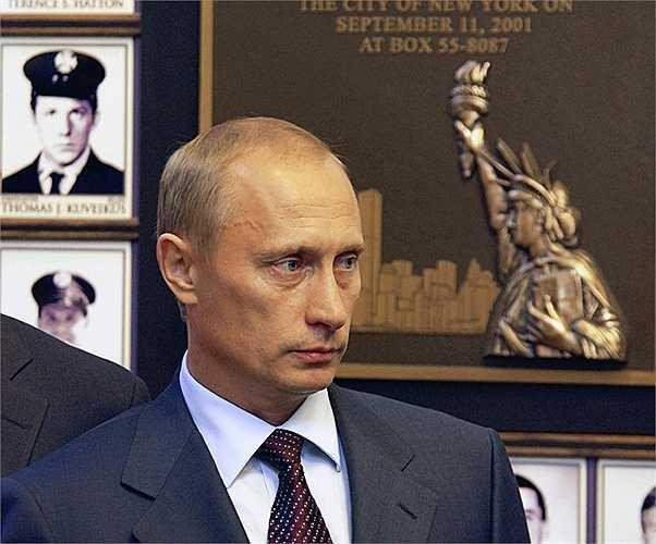 Ông Putin đến thăm Sở cứu hoả New York để tưởng nhớ những người lính cứu hoả thiệt mạng trong vụ tấn công khủng bố ngày 11/9/2001