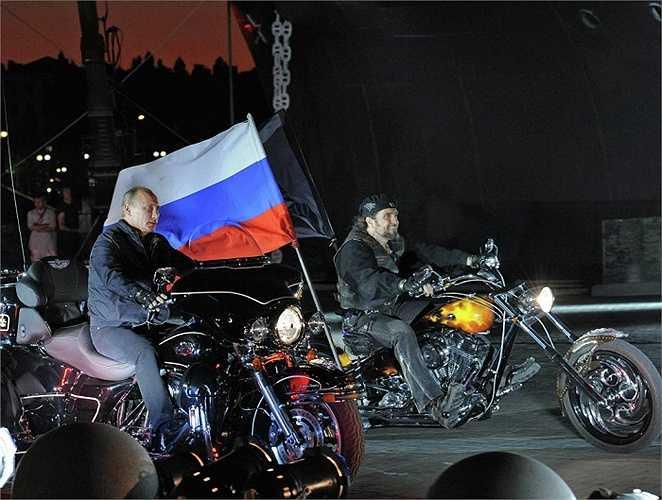 Ông Putin và thủ lĩnh của nhóm 'Sói đêm' Alexander Zaldostanov