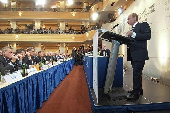 Tổng thống Nga phát biểu trong Hội nghị Munich lần thứ 43 về chính sách an ninh được tổ chức tại khách sạn Bayerischer ngày 10/2/2007