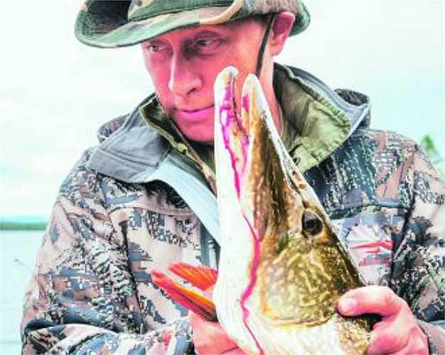 Tổng thống Putin đánh bắt cá ở các nước cộng hòa Siberia Tyva ngày 20/7/2013.