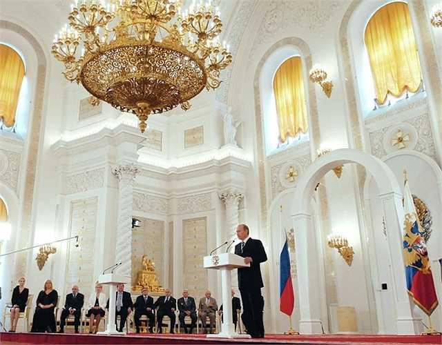 Putin phát biểu trong lễ trao giải State Prizes ở hội trường St. George, điện Kremlin.
