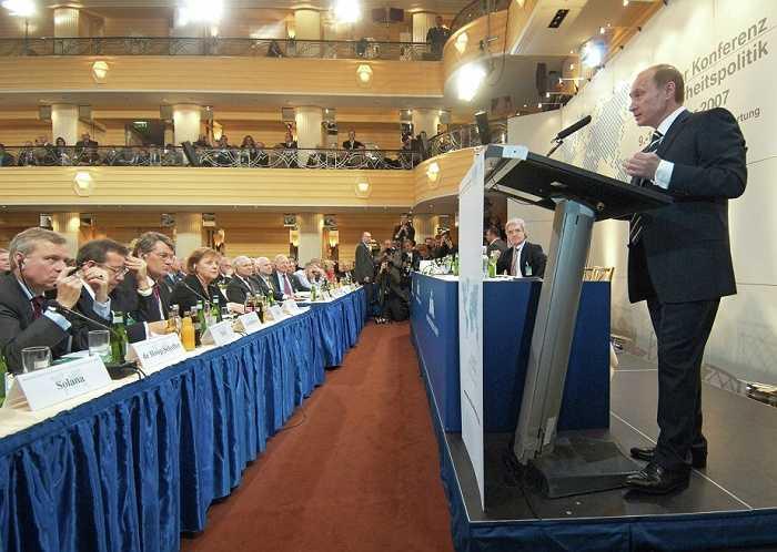 Tổng thống Putin phát biểu tại Hội nghị Munich thứ 43 về chính sách an ninh, được tổ chức tịa khách sạn Bayerischer Hof Hotel ngày 10/2/2007.