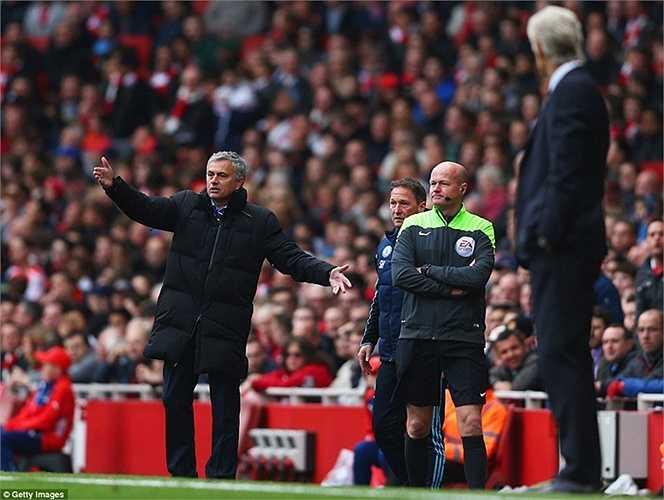 Mourinho vẫn bảo toàn thành tích bất bại của mình trước Arsene Wenger