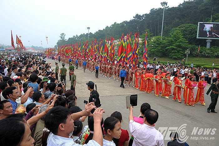 Lễ hội Đền Hùng năm 2015 diễn ra trong 6 ngày (từ 5-10/3 âm lịch) tại khu di tích lịch sử Đền Hùng, TP Việt Trì, tỉnh Phú Thọ. Trong đó, điểm nhấn là lễ Giỗ Tổ Hùng Vương vào ngày 28/4 (Tức ngày 10/3 âm lịch)