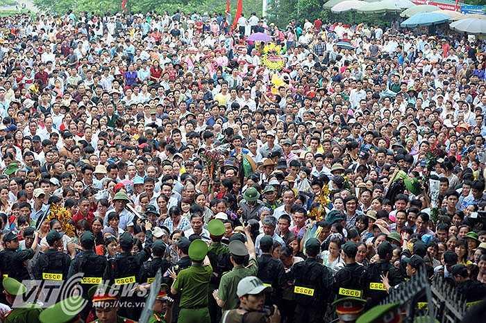 Lực lượng an ninh được huy động tối đa để đảm bảo an ninh, trật tự trong những ngày diễn ra lễ hội.